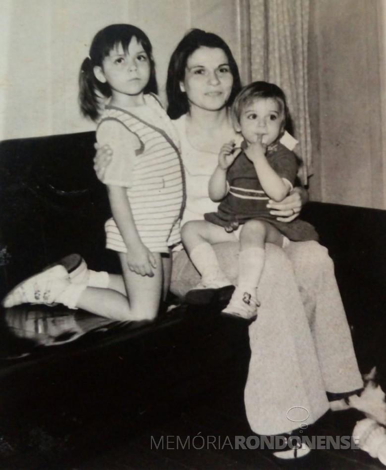 Pioneira Ermella Kehl com as filhas Grace e Graciela.  Imagem: Acervo Graciela Marques Gonsalves - FOTO  7 -