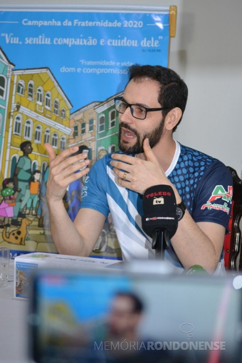 Padre André Boffo Mendes explanando sobre a Campanha da Fraternidade 2020. Imagem: Acervo Toledowebagora - FOTO 14 -
