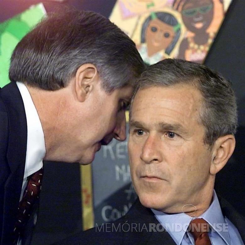Momento em que o Presidente George W. Bush, dos Estados Unidos,  recebia a notícia do ataque terrorista às Torres Gêmas, em Nova York. Imagem: Acervo História Oculta Photos - FOTO 10 -