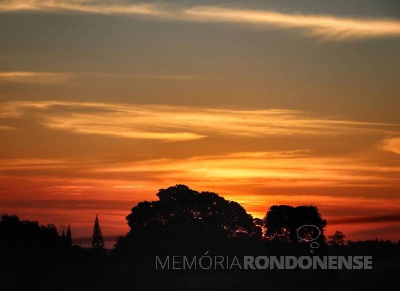 Enterdecer na cidade de Marechal Cândido Rondon (PR), em 04 de maio de 2020. Imagem: Crédito e acervo: Marcos Vinicius Fediuk - FOTO 8 -