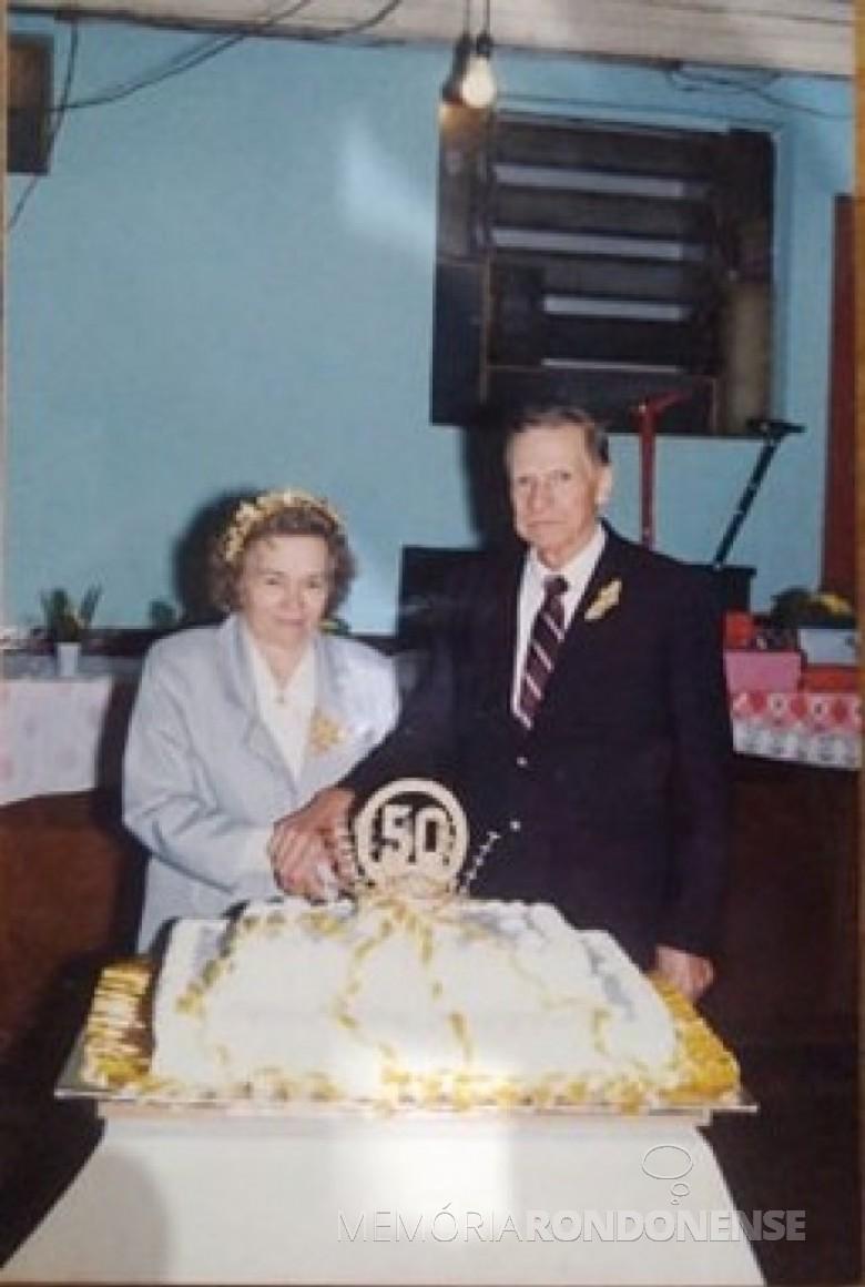 Casal pioneiro Olga e Henrique Adolfo Passig na comemoração de Bodas de Ouro. Imagem: Acervo Isolde Passig Schilke - FOTO 2 -