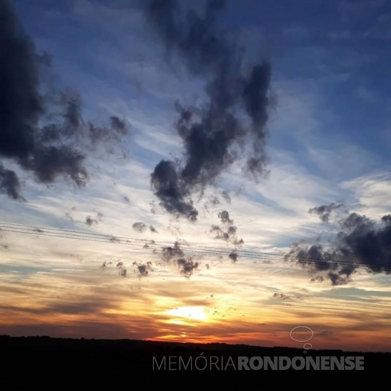 Pôr do sol na cidade de Marechal Cândido Rondon. Imagem: Acervo e crédito Cristiano Marlon Viteck - FOTO 16 -