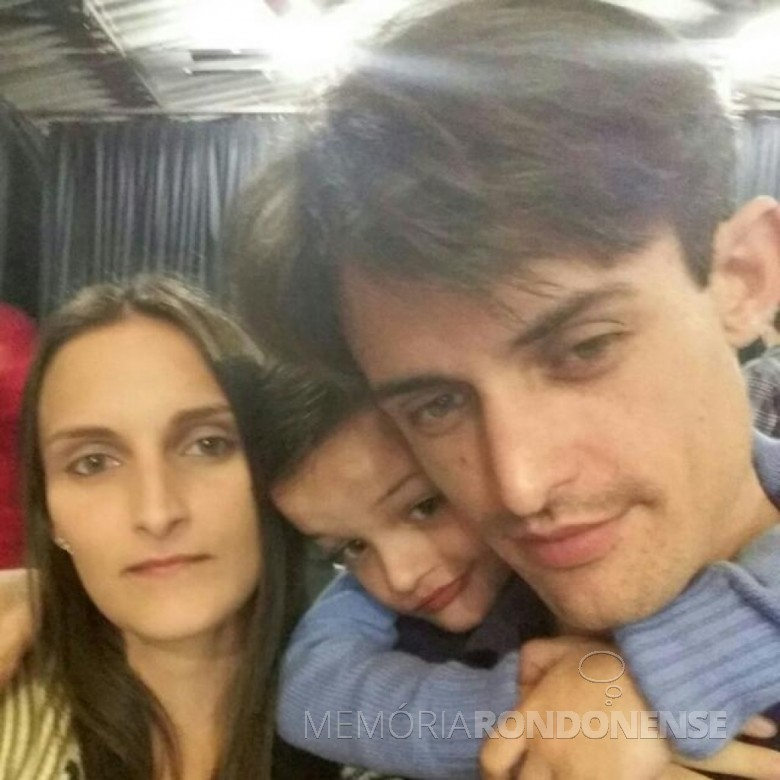 Luike Smaniotto Drehmer com esposa Dagmar  e o filho Miguel Arthur. Imagem: Acervo da Câmara Municipal de Marechal Cândido Rondon - FOTO 10 -