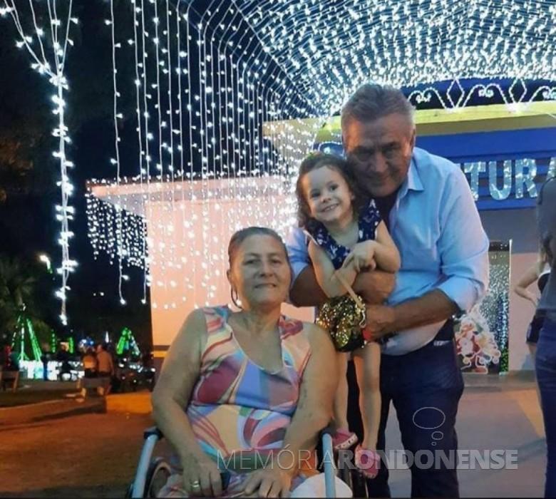 Rondonense Nelci Fonta Witeck, com o esposo Clécio e neta,  falecida em final de julho de 2020. Imagem: Acervo Sirlei Hentges - FOTO 10 -