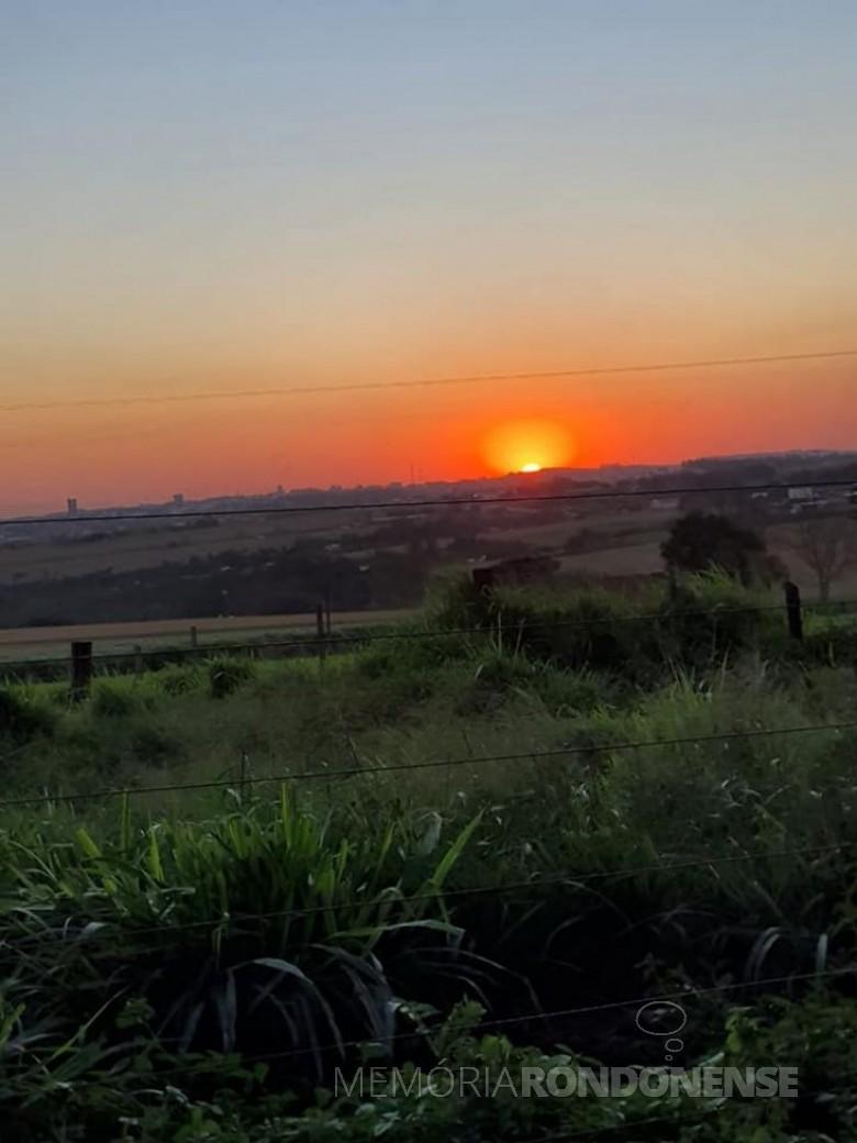 Pôr-do sol em foto captada a partir da divisa entre os municípios de Quatro Pontes e Marechal Cândido Rondon. Imagem: Página Marechal Cândido Rondon - Crédito Filipi Maciel - FOTO 12 --