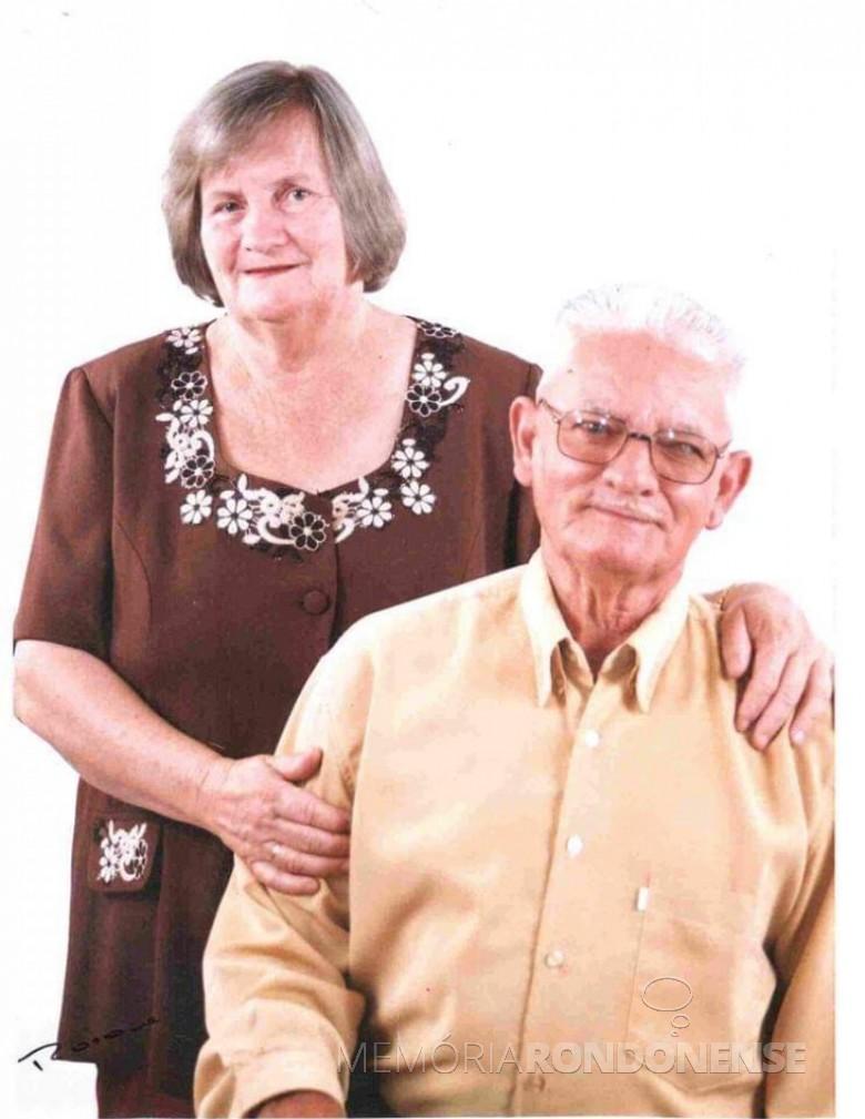 Pioneiro Ari José Hoff com a esposa Silvina, ele falecido em janeiro de 2010. Imagem: Acervo Câmara Municipal de Marechal Cândido Rondon - FOTO 5 -