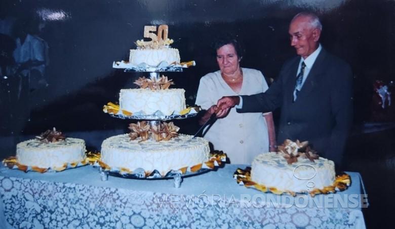 Isabela e Estanislau Czycza na comemoração de suas Bodas de Ouro. Imagem: Acervo Edinho Dresch - FOTO 4 -
