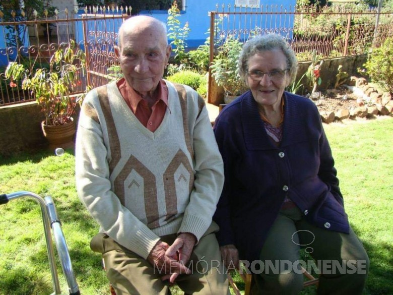 Pioneiro Estanislau Czycza com a esposa Isabela, em foto anos depois de deixar a presidência do Sindicato Rural Patronal de Marechal Cândido Rondon.  Imagem: Acervo Edinho Dresch - neto - FOTO 1 -,