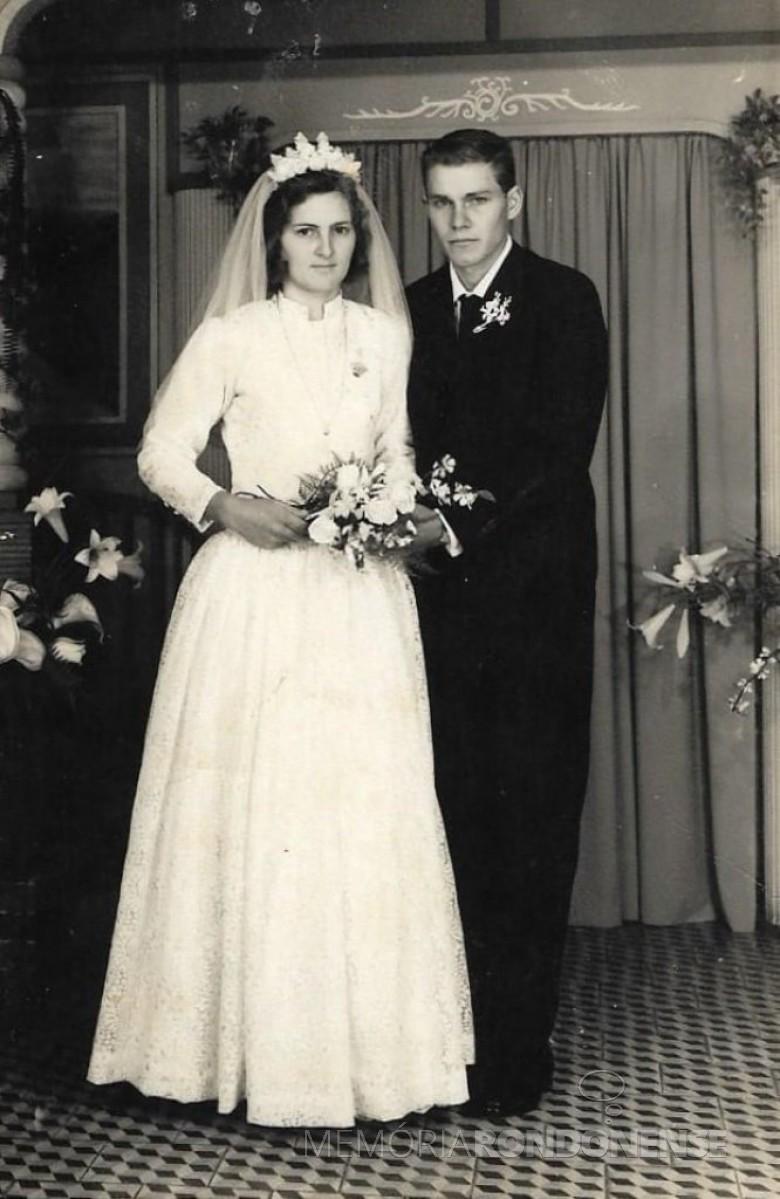Noivos rondonenses Dulce Heidrich e Levino Fenner que se casaram em julho de 1970. Imagem: Acervo da familia - Crédito; Studio Fotográfico Kaefer (Mal. C. Rondon) - FOTO 1 -