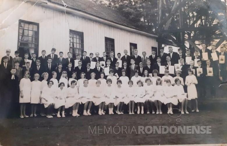 Confirmandos da Igreja Evangélica Martin Luther, de Marechal Cândido Rondon, de 1966. Imagem: Acervo Noberto Lang - Palotina - FOTO 1 -