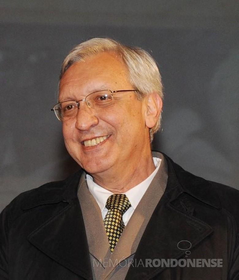 Médico Luiz Cordoni Junior, secretário de Saúde do Paraná, que visitou a cidade de Marechal Cândido Rondon, em começo de novembro de 1986. Imagem: Acervo CRM-PR - FOTO 11 -