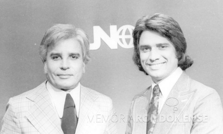 Cid Moreira em duetto com Sérgio Chapelin na bancada do Jornal Nacional , a partir 1973. Imagem: Acervo Fotos Antigas/Facebook - FOTO 4 -