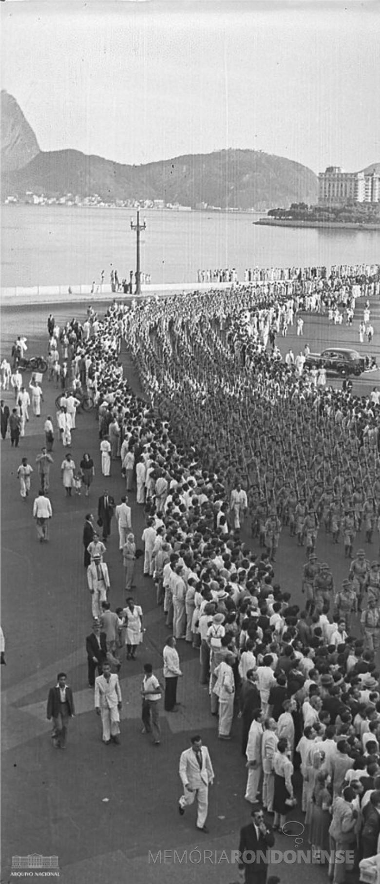 Desfile da Força Expedicionária Brasileira (FEB),  na cidade do Rio de Janeiro, em 1944, antes de embarcar para os campos de batalha na Itália, na Segunda Guerra Mundial. Imagem: Acervo Arquivo Nacional - FOTO 4  -
