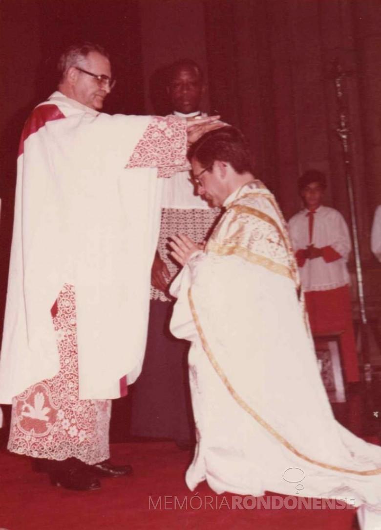 Sagração episcopal de Geraldo Majella Angelo na Catedral da Sé, na cidade de São Paulo, pelo cardeal Evaristo Arns. Imagem: Acervo CNBB2 - FOTO 1 -