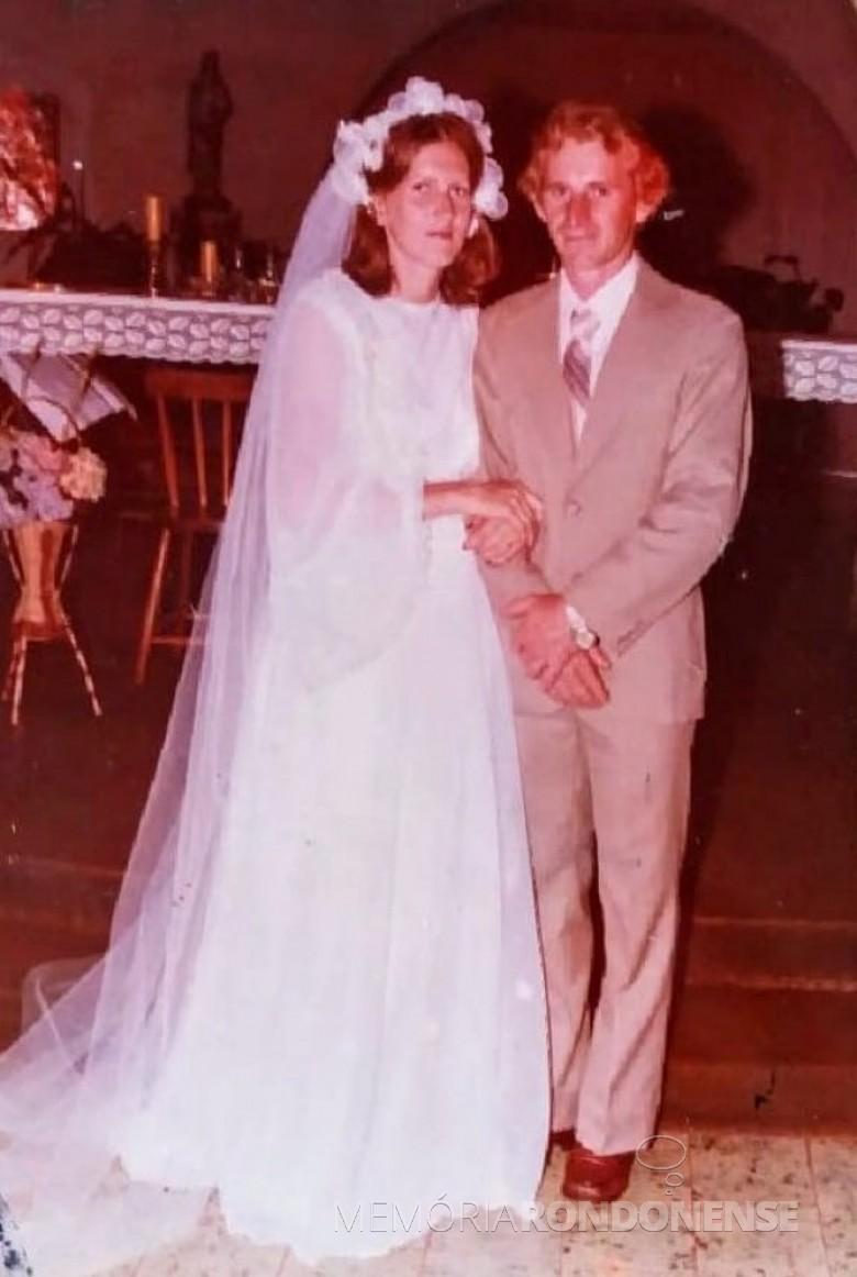 Jovens rondonenses Ingret Stassun e Mário Steinmacher que casaram em novembro de 1979. Imagem: Acervo do casal - FOTO 4 -
