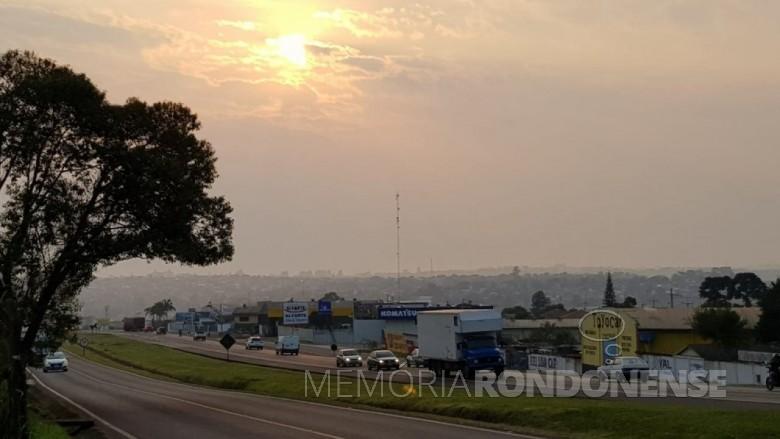 Cidade de Cascavel encoberta pela fumação proveniente das quiemadas no Pantanal.  Imagem: Acervo Globo/G1 - Crédito: Argeu Almeida/RPC - FOTO 18 -
