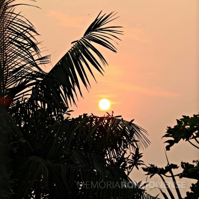 Outro instantaneo do sol inicio da manhá na cidade de Marechal Cändido Rondon, em 14 de setembro de 2020. Imagem? Acervo e cr[edito de Jair Meller , em foto captada desde o Jardim L[ider. - FOTO 19 -