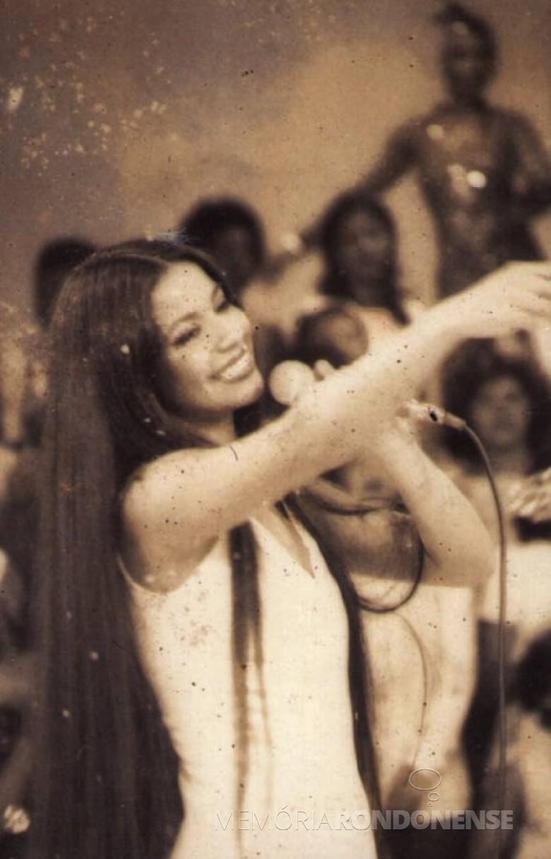 Cantora Perla que se apresentou na cidade de Marechal Cândido Rondon, em setembro de 1976. Imagem: Acervo Novo Milênio - FOTO 2 -