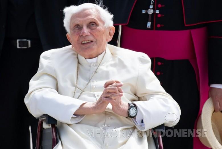 O papa emérito Bento XVI no aeroporto de Munique, sul da Alemanha, em 22 de junho de 2020, depois de visitar seu irmão doente. Imagem: Acervo Revista Isto É/AFP - FOTO  20 -