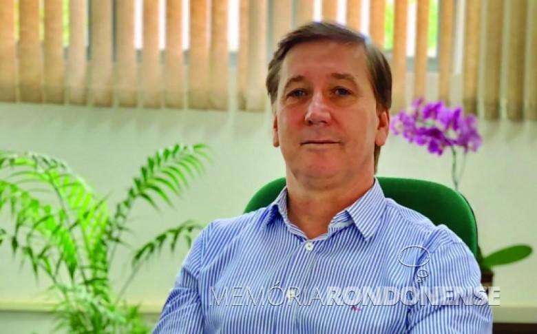 Professor doutor Davi Elias Schreiner, eleito diretor do campus de Marechal Cândido Rondon - UNIOESTE, em outubro de 2019. Imagem: Acervo Projeto Memória Rondonense - FOTO 7 -