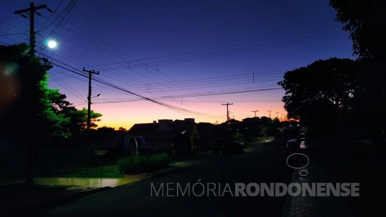 Entardecer na cidade de Marechal Cândido Rondon no clique da rondonense Cleci Dal Bello.  Imagem: Acervo Arquivo pessoal - FOTO 15 -