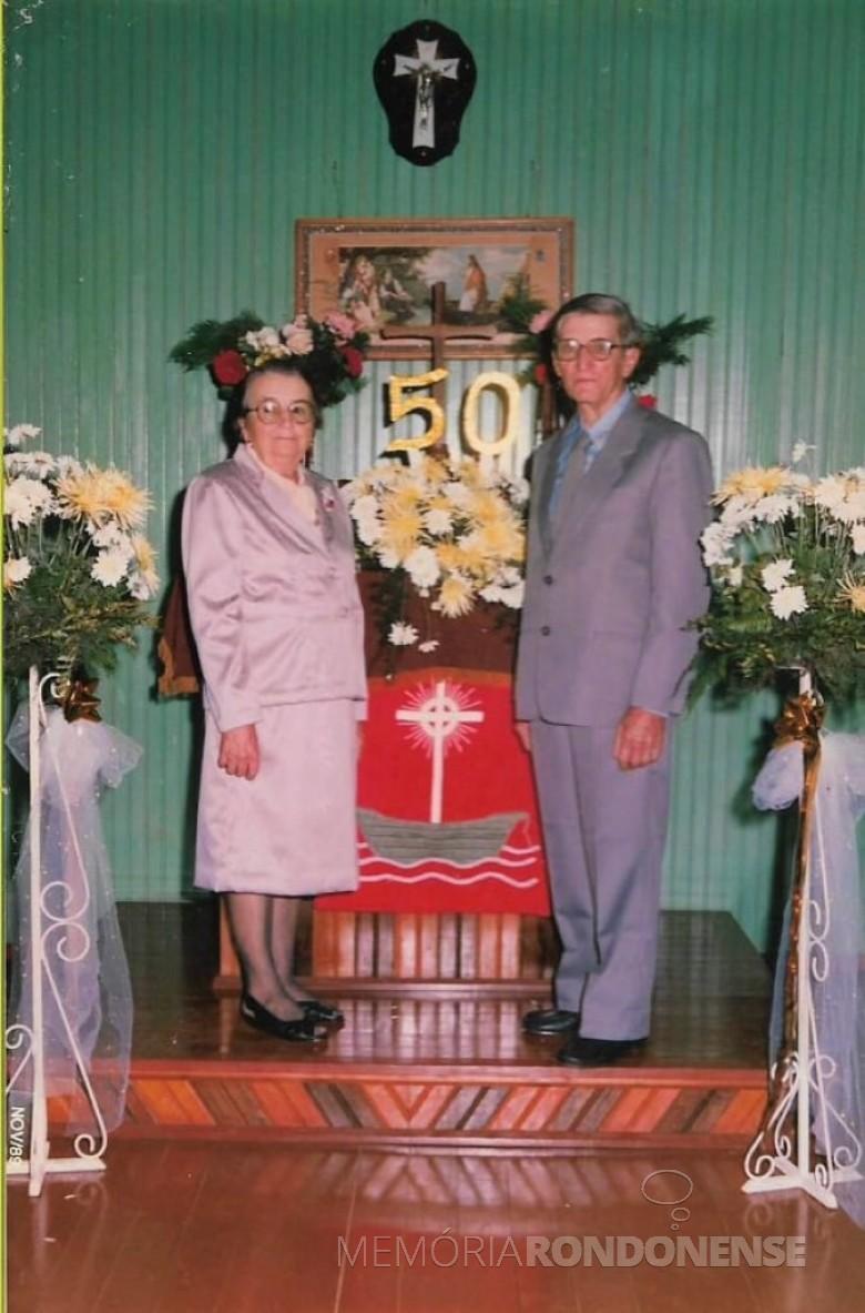 Casal pioneiro Catarina e Herne Heidrich na comemoração de suas Bodas Ouro, festejado em 11 de novembro de 1989. Imagem: Acervo Jheison Griep. - FOTO 3 -