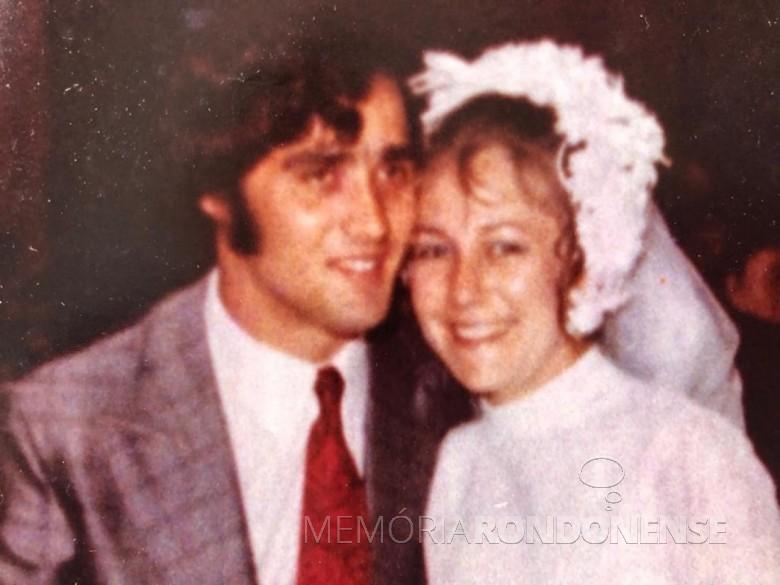 Noivos Irli Dockhorn e Walmor Sérgio Nied que casaram em outubro de 1972. Imagem: Acervo do casal - FOTO 2 -