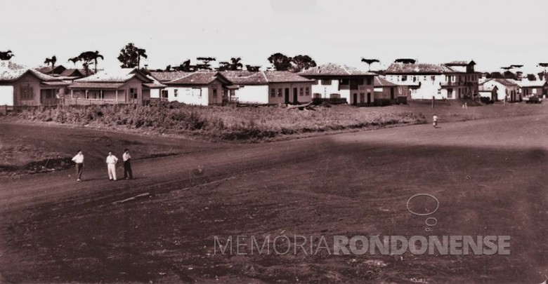 Cascavel por volta de 1945, distrito do município de Foz do Iguaçu. Imagem: Acervo Pietro Tebaldi - FOTO 2 -