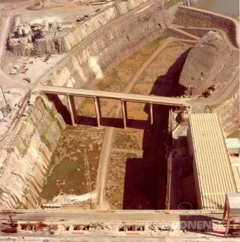 Obras do Canal de Desvio concluídas  em 1978.  Imagem: Acervo Waldir Gugliemi Salvan - FOTO 6 -
