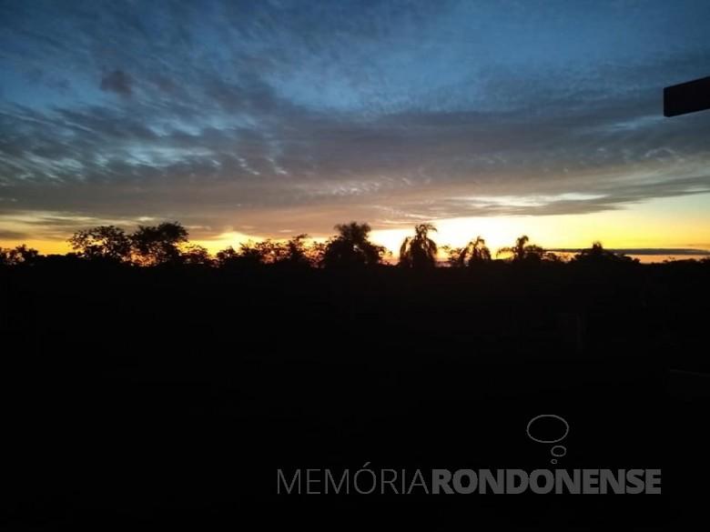 Entardecer do sol na cidade de Marechal Cândido Rondon, em 15 de novembro de 2020. Imagem: Acervo e crédito de Ilda Bet - FOTO 24  -