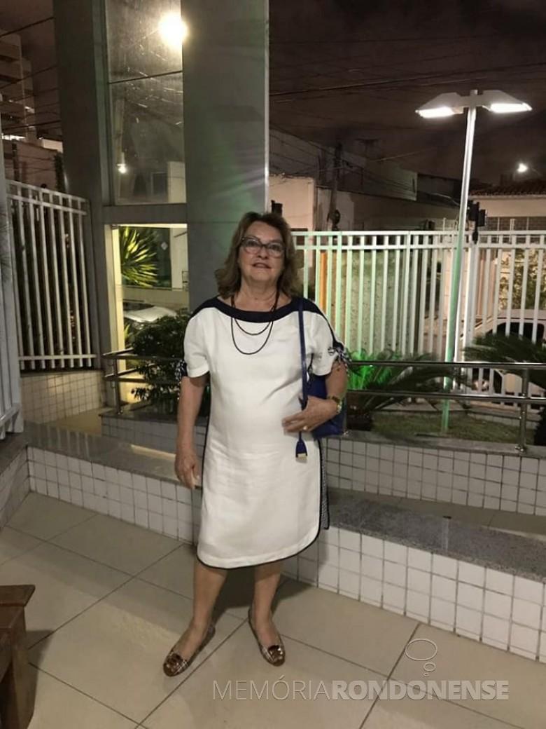Silvia Jussara Kempa* do grupos dos primeiros  funcionários  da agência Bradesco instalada na cidade de Marechal Cândido Rondon. *Reside em Goiânia (18.11.2020).  Imagem: Acervo pessoal - FOTO 9 -