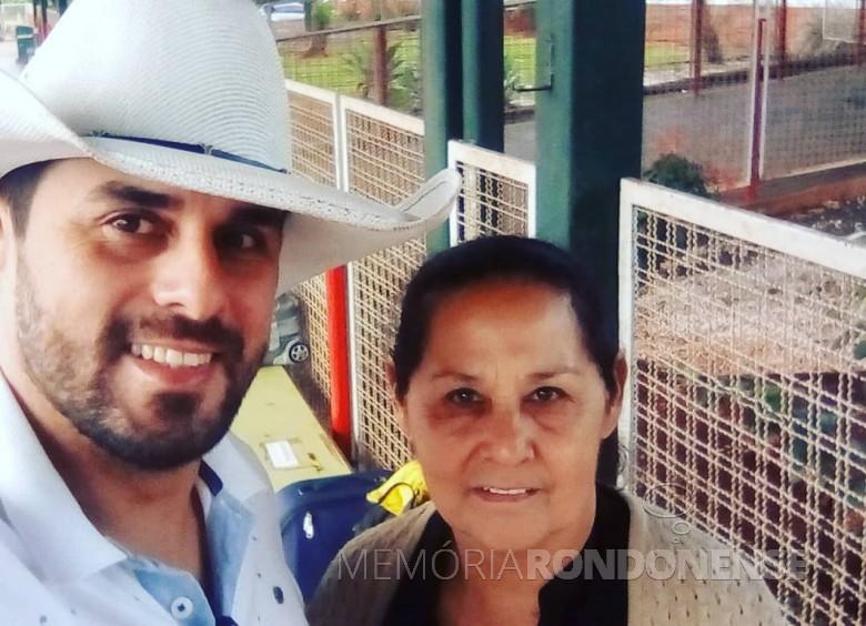Cavaleiro rondonense Pablo Grande Laux com a sua mãe Lurdes Maia Laux. Imagem: Acervo pessoal/Facebook - FOTO 11 --