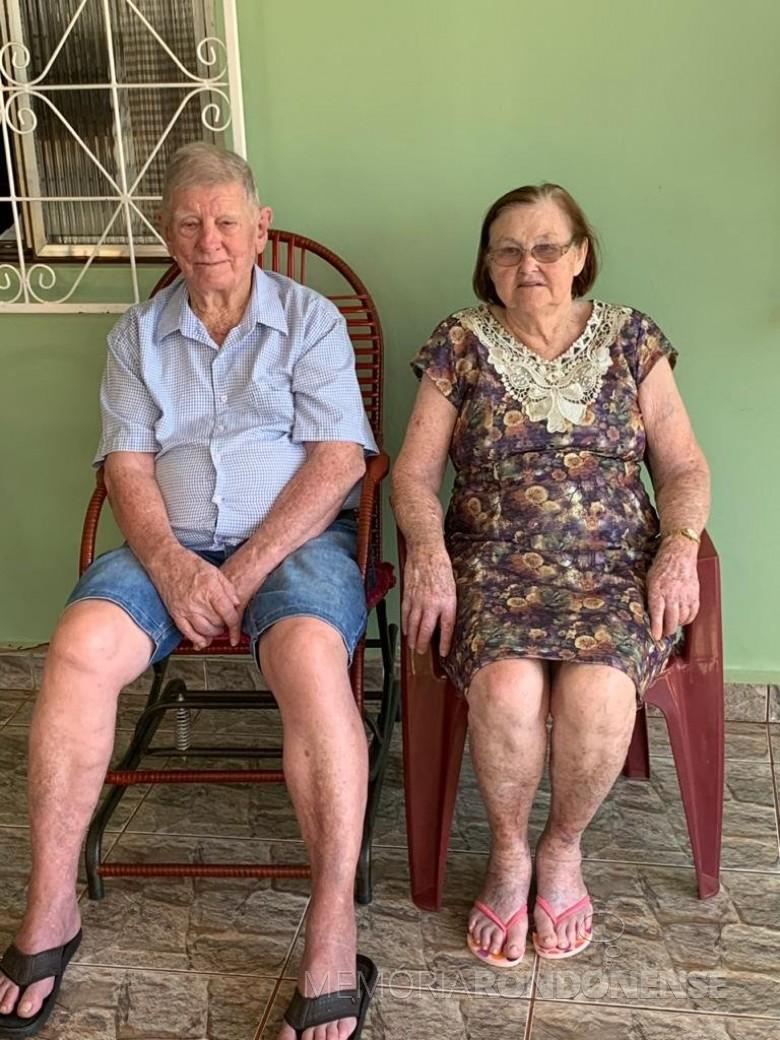 Pioneiro Benno Vorpagel na companhia da esposa Irma Hartleben, no dia de seus aniversário de 90 anos. Imagem: Acervo Delcio Vorpagel - FOTO 10 -