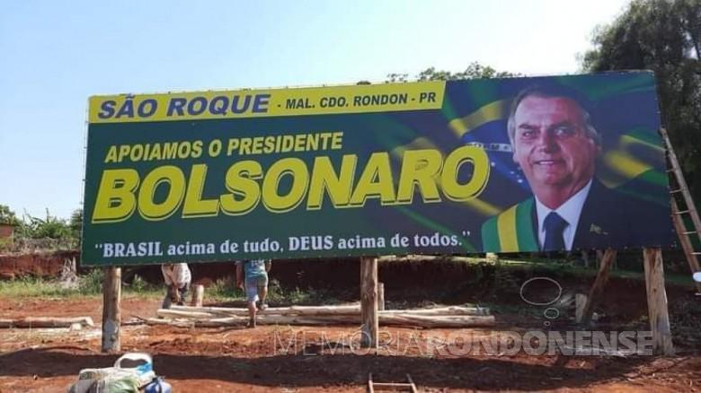 Outdoor instalado na sede distrital rondonense de São Roque.  Imagem: Acervo Projeto Memória Rondonense  - FOTO 8 -