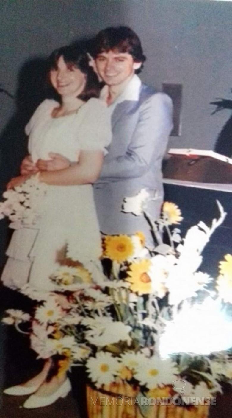 Noivos Nelcedes Diemer e  Valdecir Rübenich que casaram em outubro de 1985. Imagem: Acervo do casal - FOTO 5 -