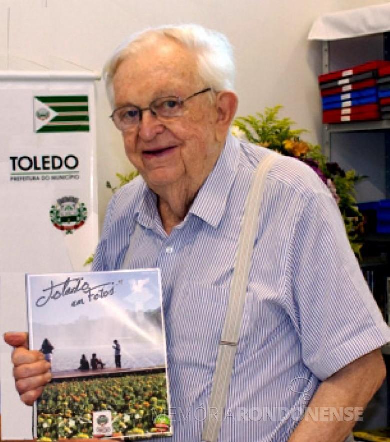 Pioneiro toledano* Ondy Helio Niederauer.  * É o gentílico de quem nasce ou mora na cidade de Toledo (PR). Imagem: Acervo Projeto Memória Rondonense - FOTO 2 -