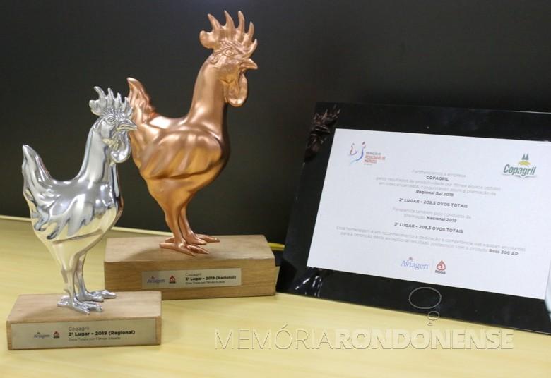 Troféus recebidos pela Copagril no evento online da Aviagen, em começo de novembro de 2020. Imagem: Acervo Comunicação Copagril - FOTO 23 -