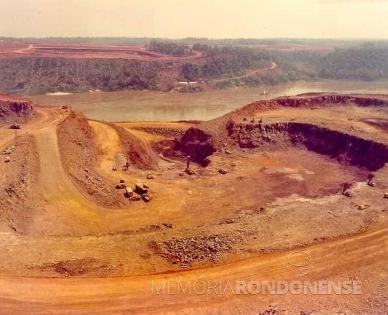Inicio das escavações de abertura do Canal de Desvio do Rio Paraná, em novembro de 1975. Imagem: Acervo Waldir Gugliemi Salvan - FOTO 5 -