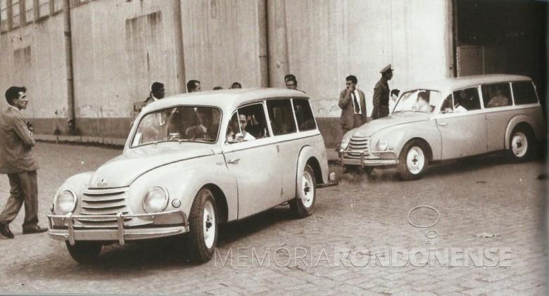 Peruas Vemaguet saindo da fábrica da Vemag, com sede na cidade de  São Paulo, em novembro de 1956. Imagem: Acervo AutoPapo - FOTO 8 -