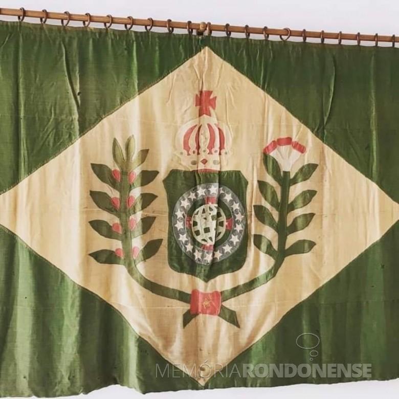 Bandeira do Império Brasileiro que estava no Paço Imperial quando da Proclamação da República. Ela foi recolhida por amigos do D. Pedro II e entregue muitos anos aos pais dos Princípe