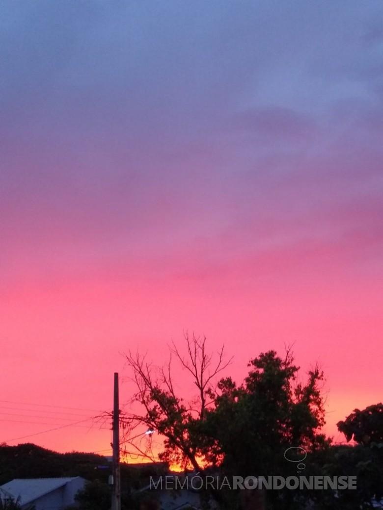 Pôr do sol na cidade de Marechal Cândido Rondon, em 30 de novembro de 2020. Imagem: Acervo e crédito de IldaBet - FOTO 13 --