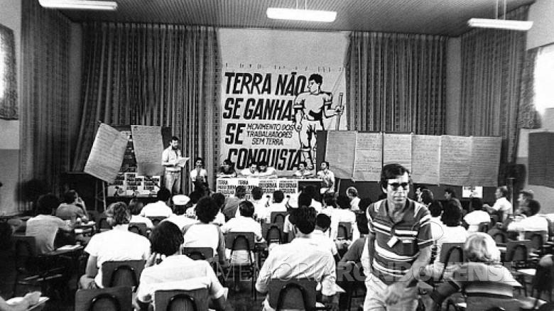 1º encontro dos Trabalhadores  Sem Terra na cidade de Cascavel , em janeiro de 1984. Imagem: Acervo MST - FOTO 2 -