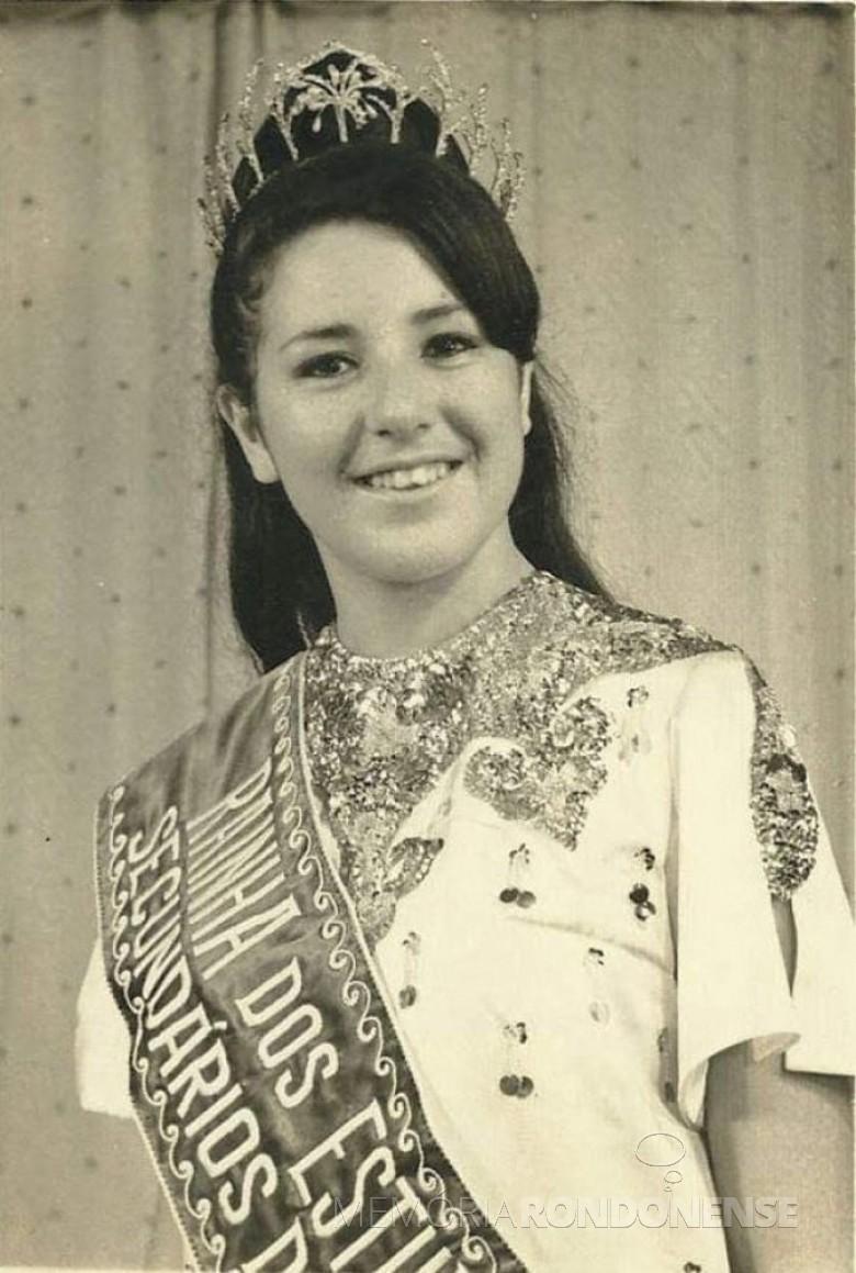 Mais um instantâneo de Miriam Lúcia Fernandes Mazzaferro como Rainha dos estudantes paranaenses de 1968, em evento na cidade paranaense de Cornélio Procopio. Imagem: Acervo pessoal - FOTO 5 -