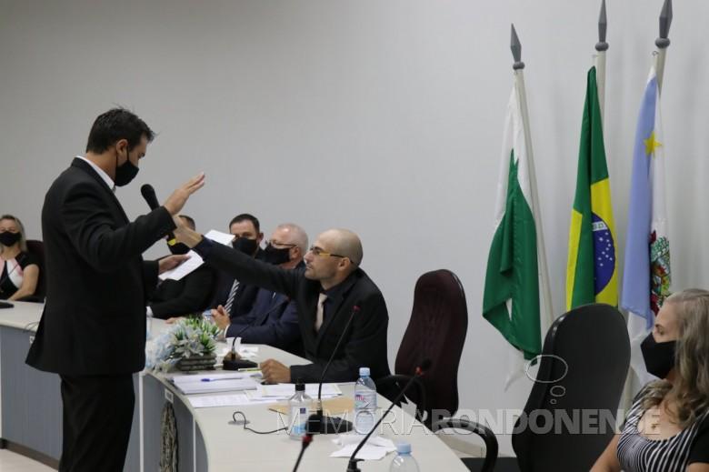 John Nodari prestando juramento e posse como vice prefeito de Pato Bragado para o quadriênio 2021/2024. Imagem: Acervo Imprensa PM-PB - Crédit Marili Koehler Bressan - FOTO 52 -