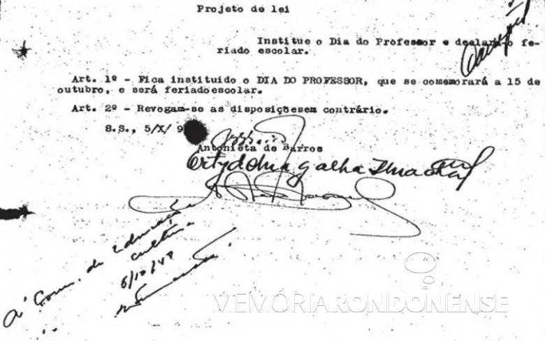 Projeto lei da deputada Antonieta de Barros que cria o Dia do Professor em Santa Catarina. Imagem: Acervo Histtory.uol - FOTO 5 -