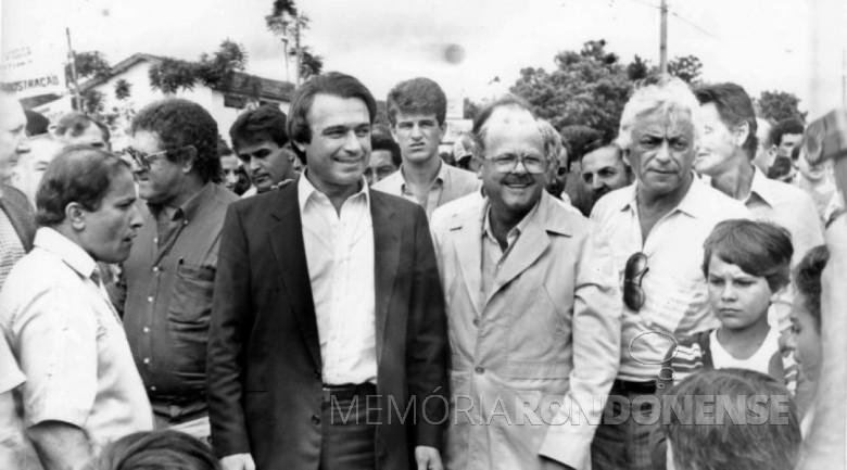 Álvaro Dias (de terno escuro) com correligionários durante o mandato como governador.  Imagem Acervo Memória Paranaense - FOTO 10 -