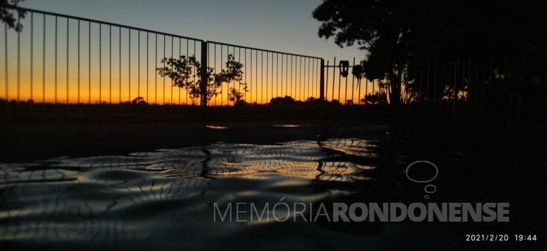 Por do sol na cidade de Marechal Cândido Rondon, no sábado dia 20 de fevereiro de 2021.  O autor da imagem fez o seguinte apontamento: