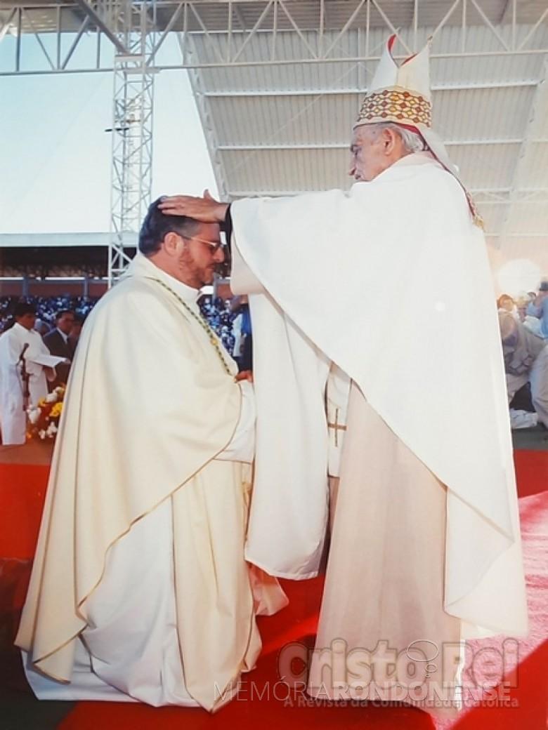 Ordenação episcopal do padre Irineu Scherer como bispo da diocese de Garanhuns, Pernambuco, na Festa da Fé, na cidade de Toledo. Imagem: Acervo Revista Cristo-Rei - FOTO 11 -