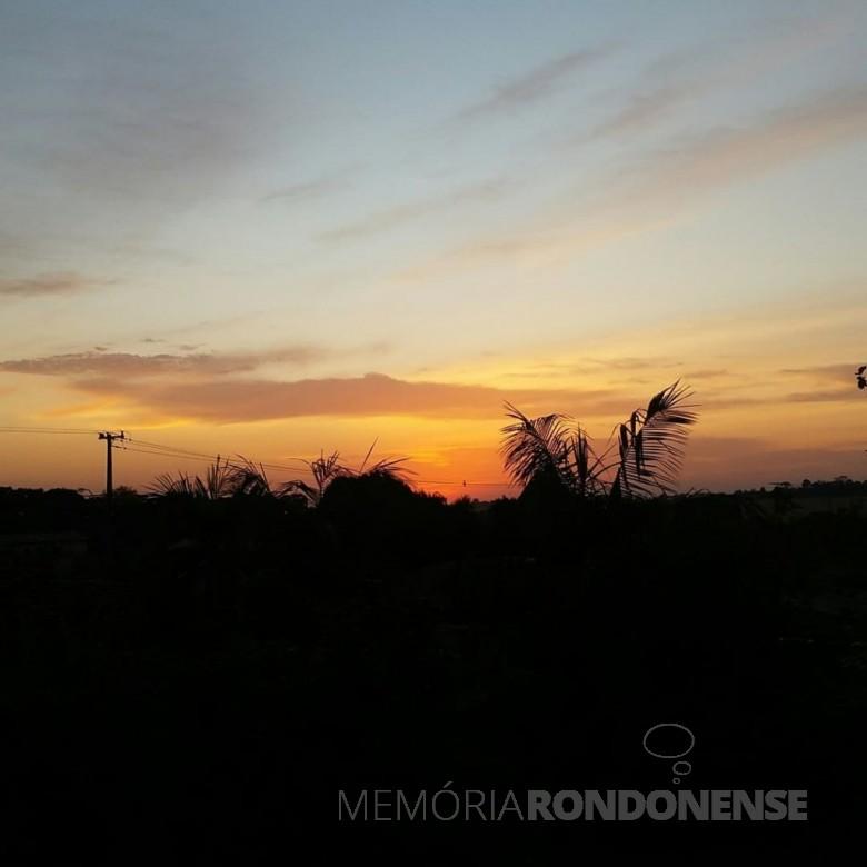 Amanhecer na cidade de Marechal Cândido Rondon, em imagem captada da cidade em direção ao Bairro São Francisco, em 12 de julho de 2021. Imagem: Acervo e crédito de Jair Meller - FOTO 14 -