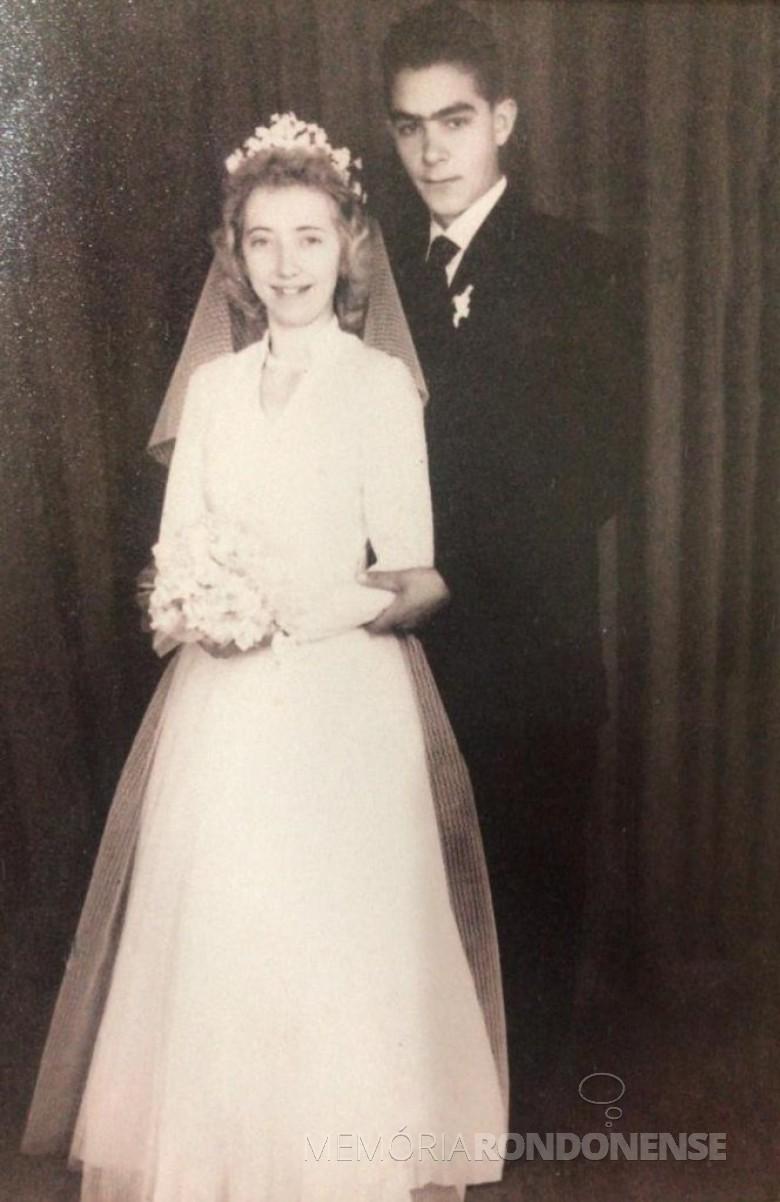 Jovens Christa Klein e Mildon Kempfer, casal pioneiro rondonense, que casaram em julho de 1958. Imagem: Acervo Ivete Irani Borth - FOTO 2 -